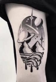 手臂上很好看的一组黑灰点刺小纹身