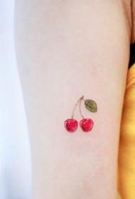 很小清新的一组小水果纹身图片