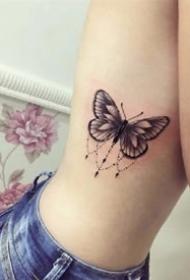 黑灰胡蝶:一组创意的黑灰色胡蝶纹身作品