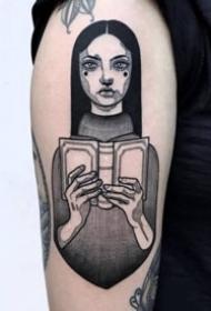 好看标欧美黑色女郎纹身图片