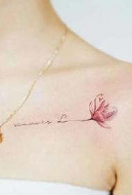 女生锁骨处一组简约小清新纹身作品