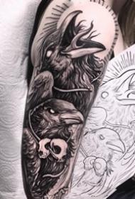 帅气的9张包臂暗黑系纹身图