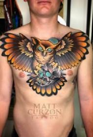 school风格的一组男性大花胸纹身作品