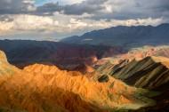 新疆努尔加大峡谷雨后风景图片_13张
