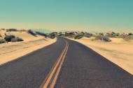 用沥青铺成的公路图片_18张