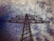 矗立的高压电线图片_13张
