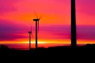 唯美黄昏里的风力发电机图片_12张