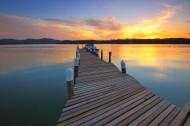 湖面上的小码头图片_15张