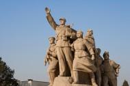 天安門廣場的英雄雕塑圖片_18張