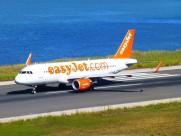 停在地面的民航客机图片_12张