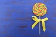 甜甜美味的彩虹棒棒糖图片_25张