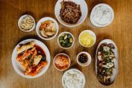 餐厅里的韩国料理图片_9张