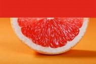 酸甜好吃的剥开的红心柚子图片_8张