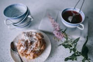 美味的泡芙和解腻的咖啡图片_13张