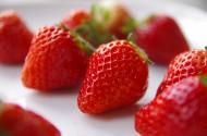 鲜嫩欲滴的草莓图片_13张
