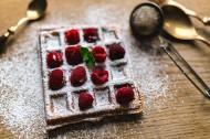 正在制作的樹莓華夫餅圖片_11張
