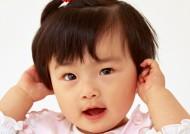 婴儿宝宝各种姿势图片_15张