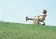 草地放松休闲女性图片_28张