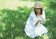 草地玩耍女性图片_37张