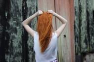 长发女孩的背影图片_10张
