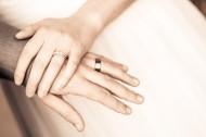 帶著戒指的手的圖片_15張