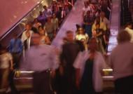 电梯、楼梯拥挤的人群图片_13张