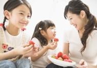 儿童吃水果图片_17张