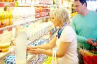 在超市購物的情侶圖片_9張