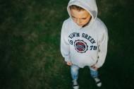 花园里的男孩图片_10张
