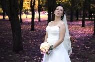 穿着洁白婚纱的美女图片_15张