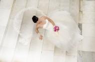 穿着婚纱的美女图片_10张