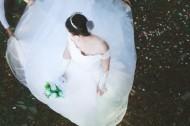 穿着婚纱的美丽新娘图片_18张