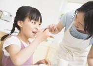 家人动手做蛋糕图片_14张