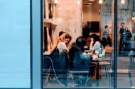 咖啡館里喝咖啡的人們圖片_10張