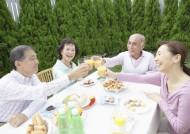 老年人户外聚餐图片_30张