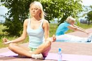 正在练瑜伽的美女图片_10张