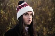 冬天带着毛线帽子的女孩图片_11张