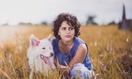 美女和狗狗圖片_12張