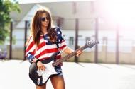 欧美女孩弹乐器吉它图片_19张