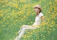 女性在花丛里图片_34张