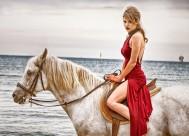 骑马的美女图片_16张