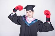 文武双全的大学毕业生训练拳击图片_8张