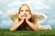 穿著天使翅膀的小女孩圖片_10張