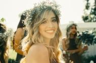 穿着白色婚纱的新娘图片_10张