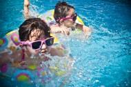 游泳的可爱儿童图片_11张