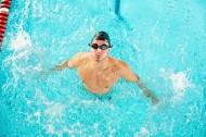 游泳的男士图片_12张