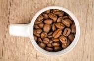 装着咖啡豆的杯子图片_8张