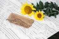 床上的木制键盘和面包的图片_12张