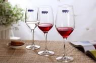 透明的高脚红酒杯图片_12张