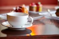 桌子上的咖啡杯图片_12张